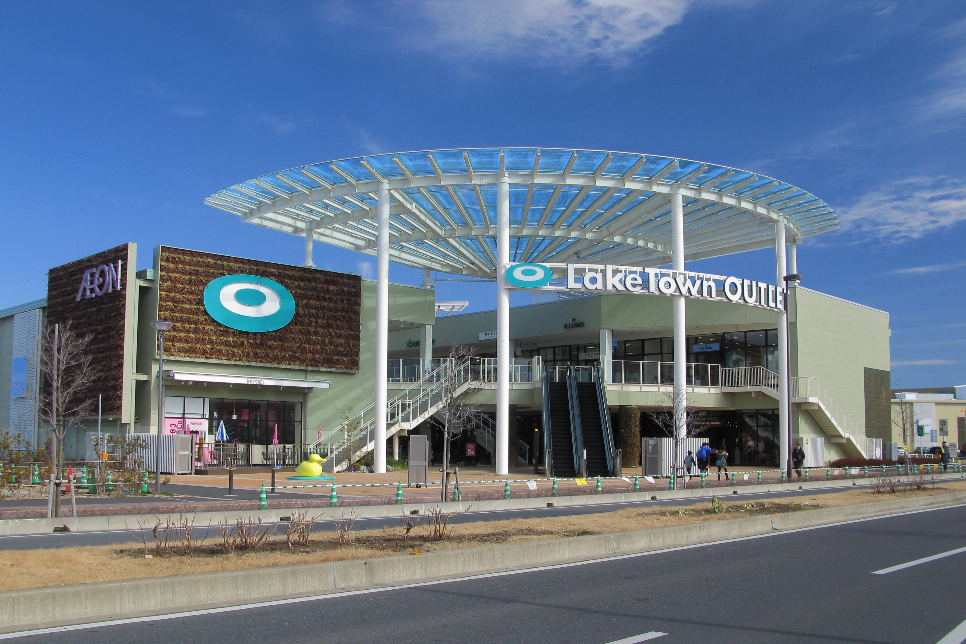 Koshigaya_AEON_Laketown_Outlet_1st_Ave._Entrance_1